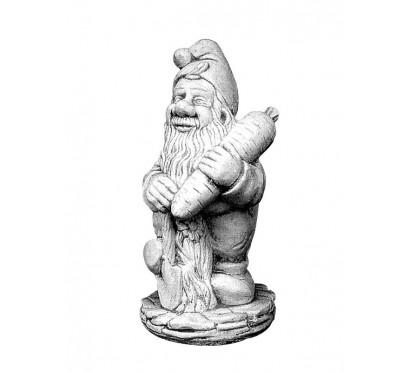 Скульптура гном с морковкой  (040)