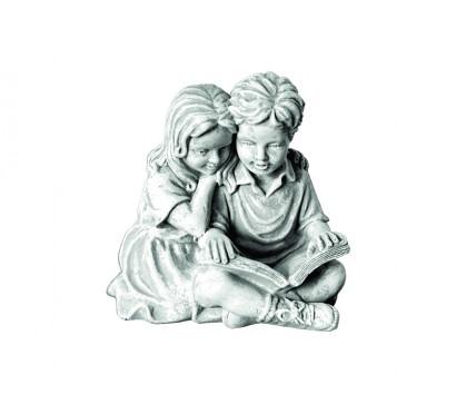 Мальчик и девочка с книгой  (2018)