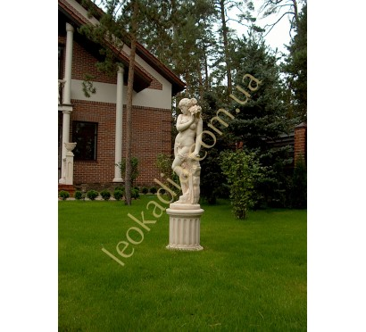 "Скульптура арт. 347 ""Женщина с ромашкой"" на тумбе арт. 335"