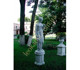"Благоустройство территории - скульптура ""Женщина с амфорой"", ваза ""Чаша"" на тумбах"