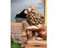 Лев со щитом на пьедестале