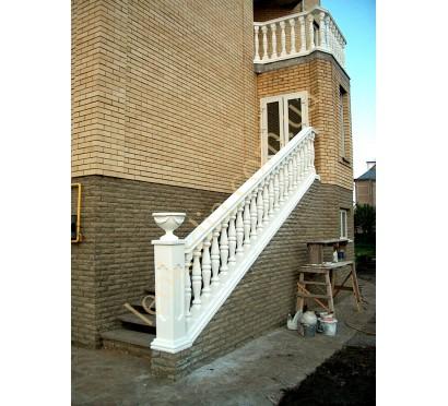 Крыльцо и балкон коттеджа в с. Чабаны