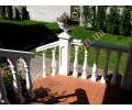 Балюстрада, крыльцо и балкон коттеджа в Пуще Водице