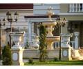 Фонтан с бассейном, вазы на тумбах - комплексное благоустройство